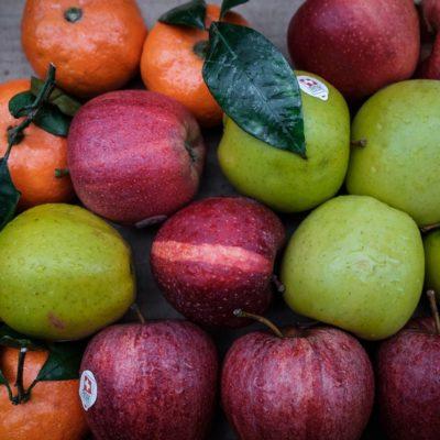 Röda och gröna äpplen
